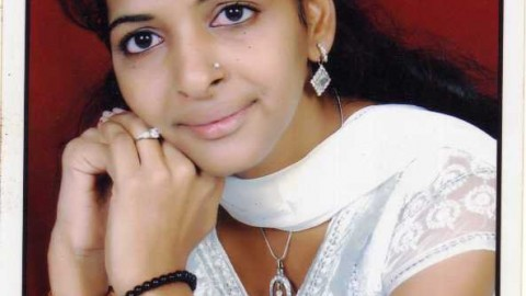 """""""If we study seriously, every subject is easy"""" says Sandhya Mishra, Shankar Narayan College TYBMS Topper 2013"""