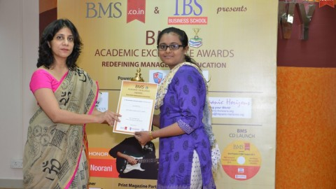 Felicitation of Gauri Ramesh Gite, TYBMS Topper, Model College of Commerce and Arts