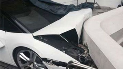 Want To See Why Many Car Owners Don't Trust Valets? Watch Lamborghini Gallardo Crash In Delhi