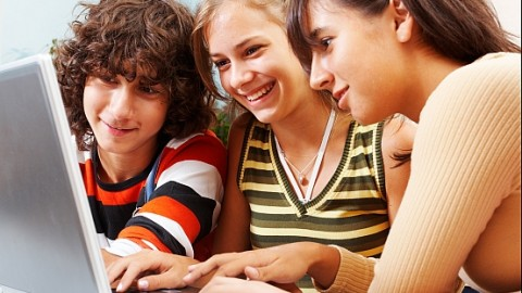 Is Too Much Online Socialising Among Teens Really Good?