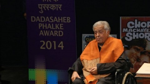 10 Amazing Photos of Legendary Actor Shashi Kapoor Receiving the Dadasaheb Phalke Award 2014