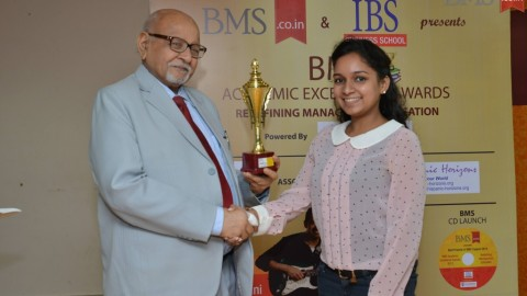 Felicitation of Anshruta Loyalka, TYBMS Topper, H.R. College