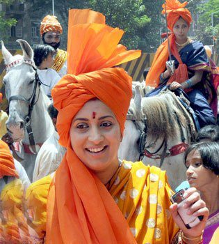 5 Amazing 'Smriti Irani' Status Trending On Facebook