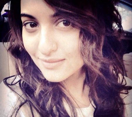 10 Famous Bollywood Celebrities Who Aren't Afraid To Go Make-Up Free In Their Selfies