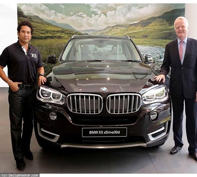 Master Blaster Sachin Tendulkar Launches Ultimate Luxury Car For Indian Roads : BMW X5