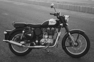 Royal-Enfield-Classic-350-Available-Colors-Black