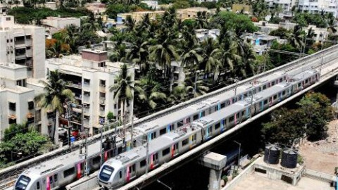 9 Funny Hilarious #MumbaiMetro Reactions On Twitter
