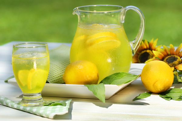 Refreshing Drinks To Beat The HEAT!