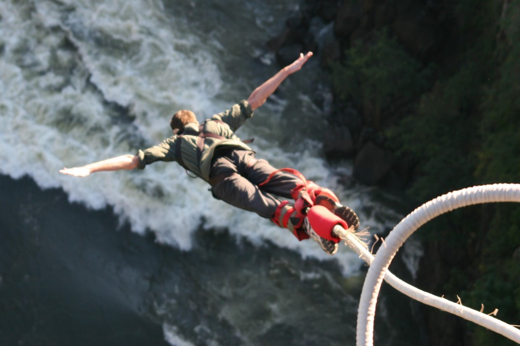 5 Amazing Bungee Jumping Destinations In The World!