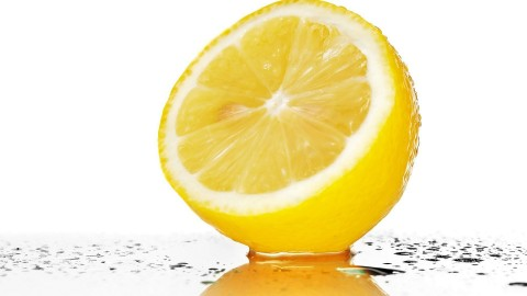 9 Amazing Benefits of Lemon Water!