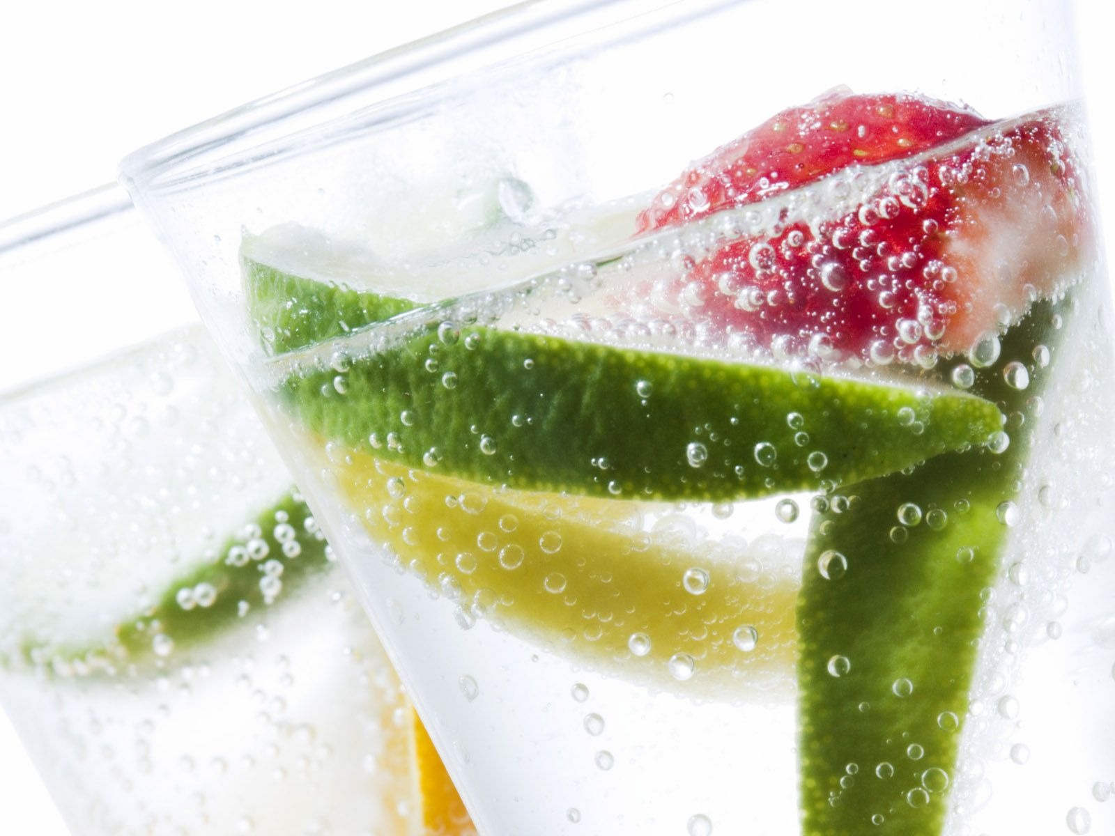 Foods You Can Add to Improve the Taste of Water
