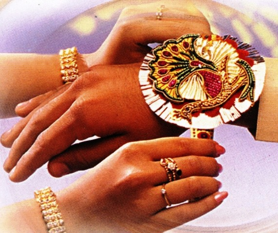 Top 3 Awesome Happy Raksha Bandhan 2014 SMS, Quotes, Messages In English For Facebook And WhatsApp