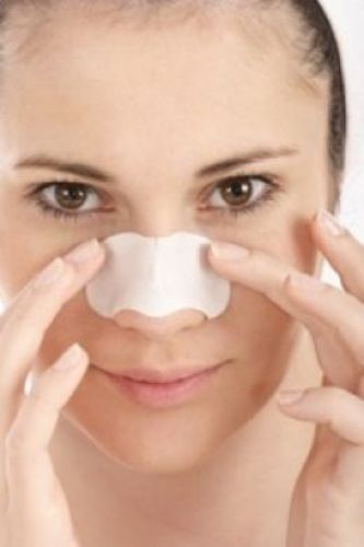 8 Natural Tips & Tricks to Remove Blackheads