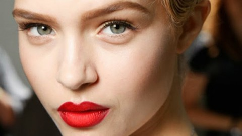 Tip of the Day: How To Mattify & Lighten Your Lipsticks?