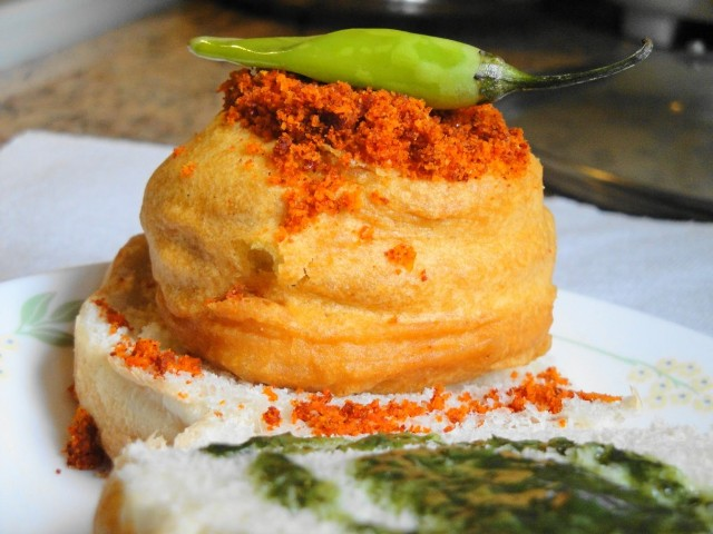 vada-pav-cumin-and-cardamon-1024x768