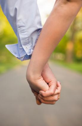 156346-276x425-Teens-holding-hands