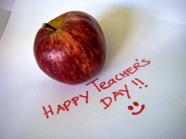 Top 3 Awesome Wonderful Happy Teacher's Day 2014 Status, SMS, Quotes, Messages In English For Facebook And WhatsApp