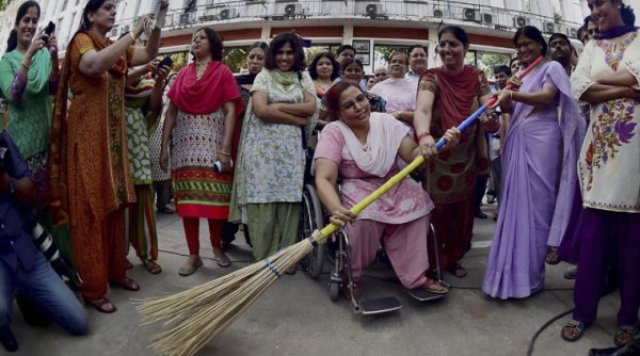 Top 3 Awesome Clean India Campaign 2014 Images, Pictures, Photos, Wallpapers