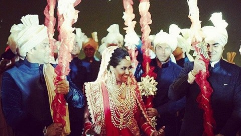 Arpita Khan Wedding WhatsApp Display Pictures, Facebook Photos Free Download