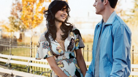 7 Secret Signs To Know That A Girl Loves You