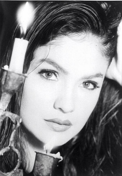 10 Beautiful 'Pooja Bhatt' Photos, Images, Wallpapers For Facebook, WhatsApp