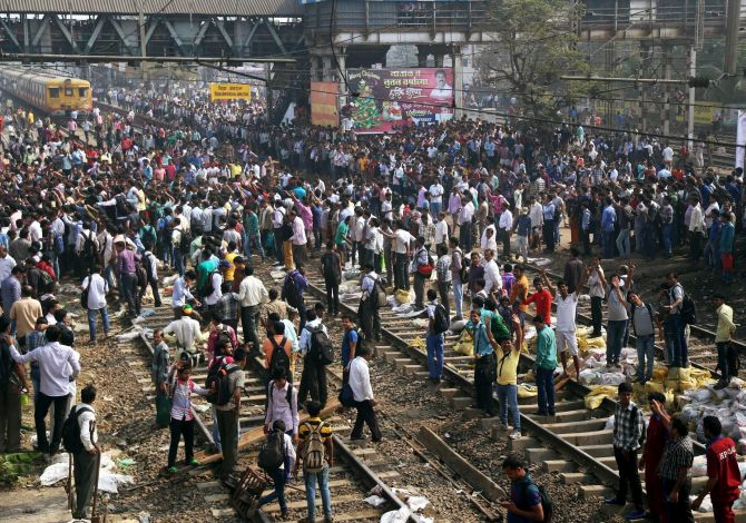 Rail traffic disrupted in Mumbai