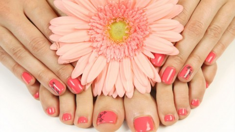 Hands & Feet Care : Manicure And Pedicure