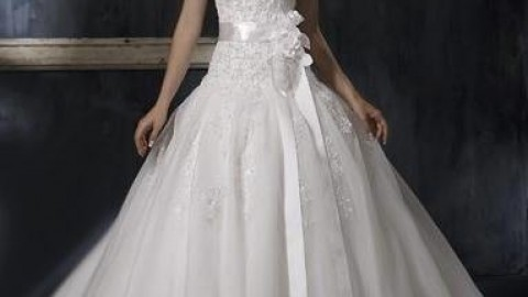 8 Amazing Ways To Choose A Perfect Wedding Dress As Per Your Body Shape