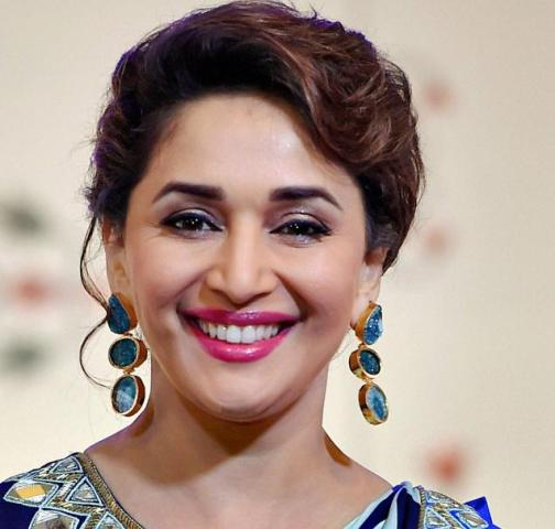 Madhuri Dixit Photos (4)